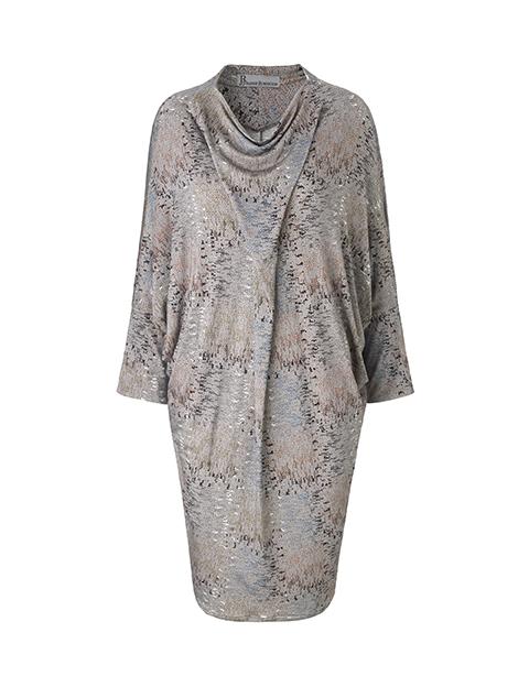 Jersey kjole med lange ærmer, som virker slankende og passer alle kvindelige størrelse.