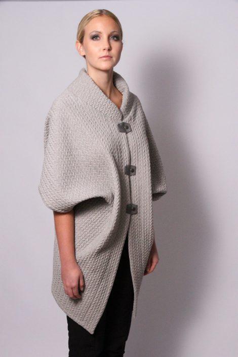 Quilt cape in grey by Johanne Rubinstein