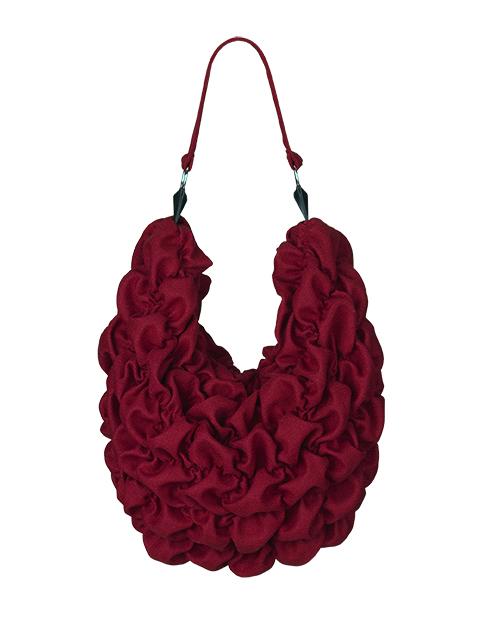 stor rød stof taske af Johanne Rubinstein